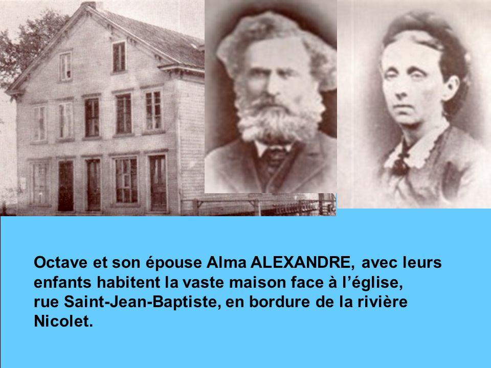 Octave et son épouse Alma ALEXANDRE, avec leurs enfants habitent la vaste maison face à l'église,