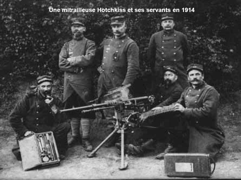 Une mitrailleuse Hotchkiss et ses servants en 1914
