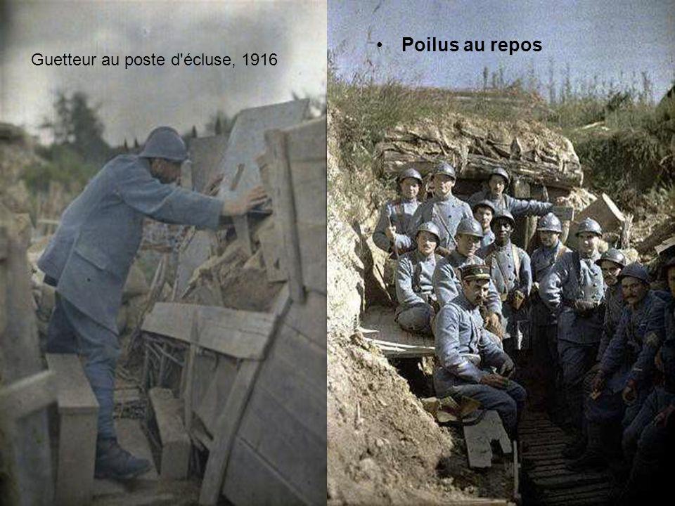 Poilus au repos Guetteur au poste d écluse, 1916