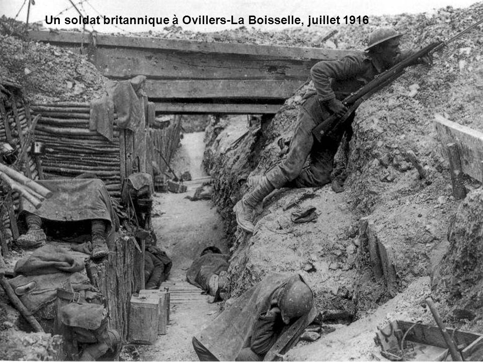 Un soldat britannique à Ovillers-La Boisselle, juillet 1916