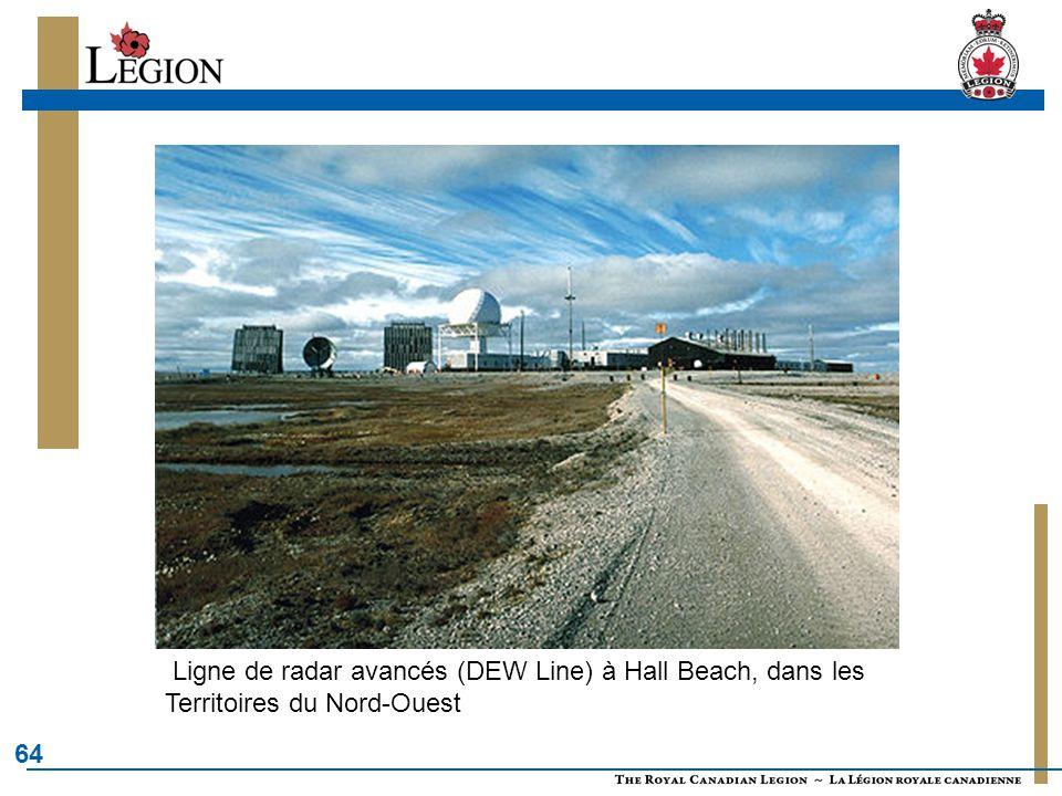 Ligne de radar avancés (DEW Line) à Hall Beach, dans les Territoires du Nord-Ouest