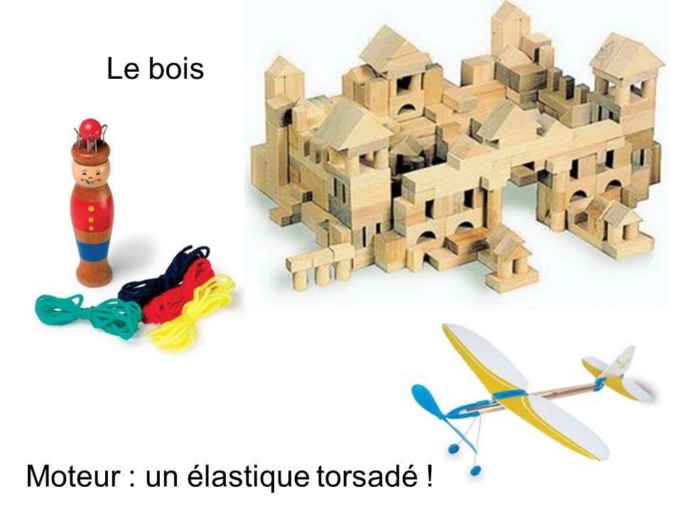 Le bois Moteur : un élastique torsadé !