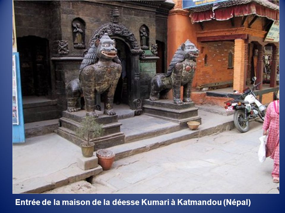 Entrée de la maison de la déesse Kumari à Katmandou (Népal)