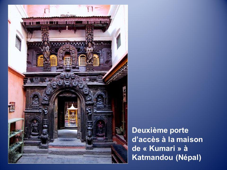 Deuxième porte d'accès à la maison de « Kumari » à Katmandou (Népal)