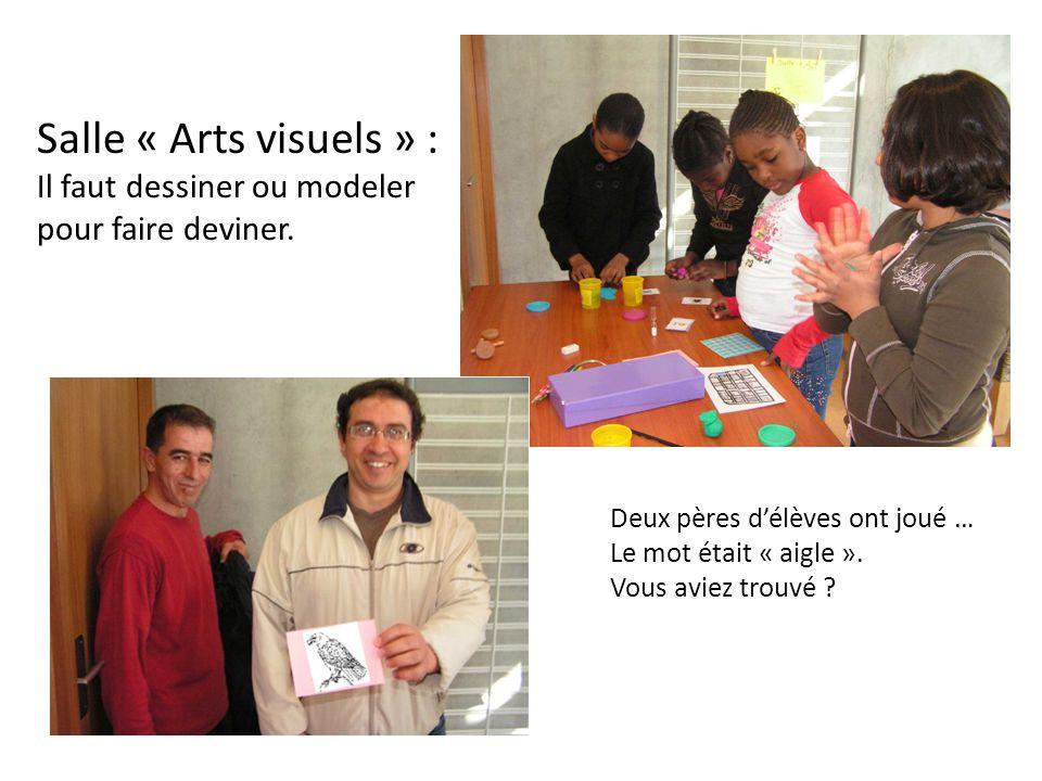 Salle « Arts visuels » : Il faut dessiner ou modeler pour faire deviner. Deux pères d'élèves ont joué …