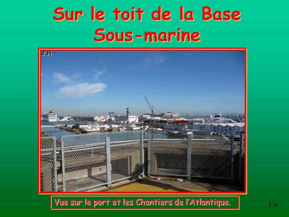 Sur le toit de la Base Sous-marine