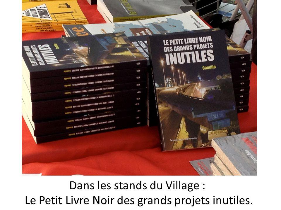 Dans les stands du Village : Le Petit Livre Noir des grands projets inutiles.