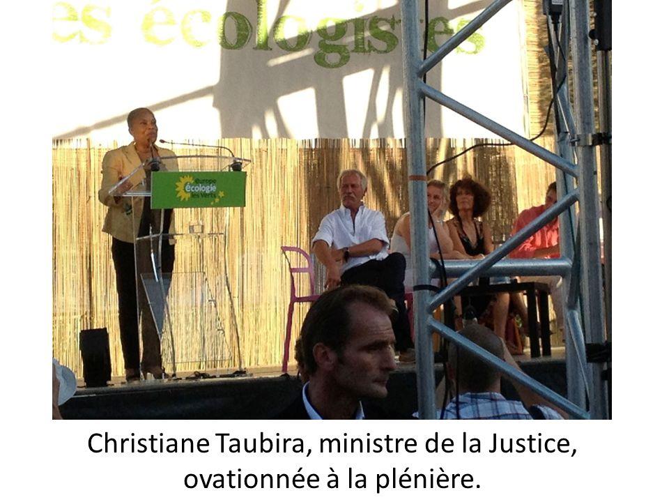 Christiane Taubira, ministre de la Justice, ovationnée à la plénière.