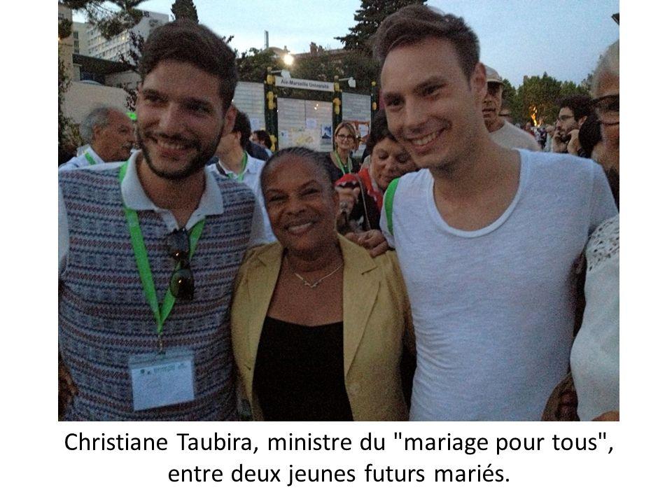 Christiane Taubira, ministre du mariage pour tous , entre deux jeunes futurs mariés.