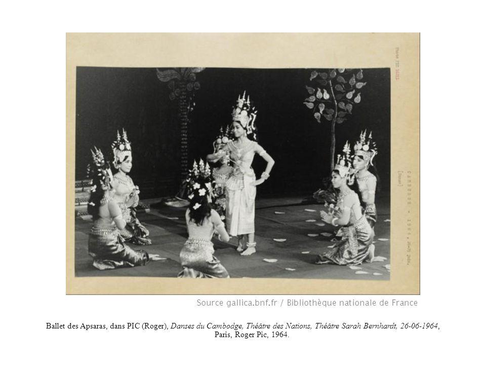 Ballet des Apsaras, dans PIC (Roger), Danses du Cambodge, Théâtre des Nations, Théâtre Sarah Bernhardt, 26-06-1964, Paris, Roger Pic, 1964.