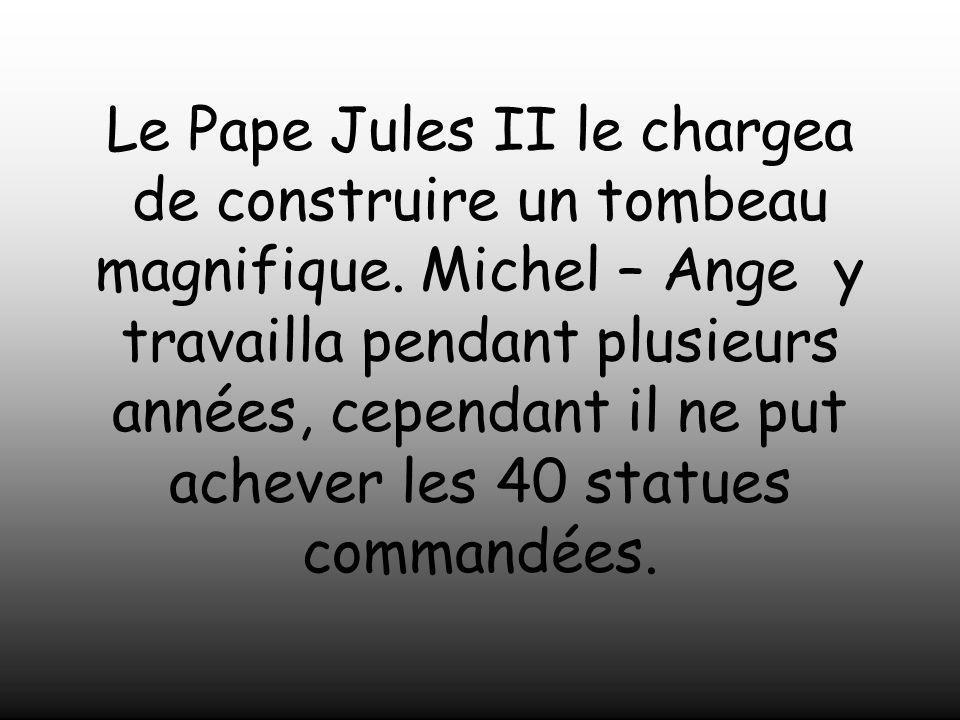 Le Pape Jules II le chargea de construire un tombeau magnifique