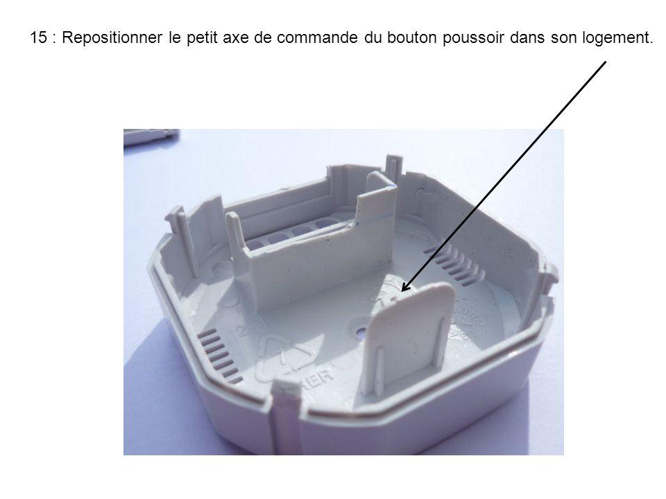 15 : Repositionner le petit axe de commande du bouton poussoir dans son logement.