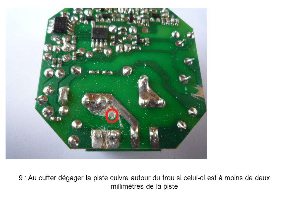 9 : Au cutter dégager la piste cuivre autour du trou si celui-ci est à moins de deux millimètres de la piste