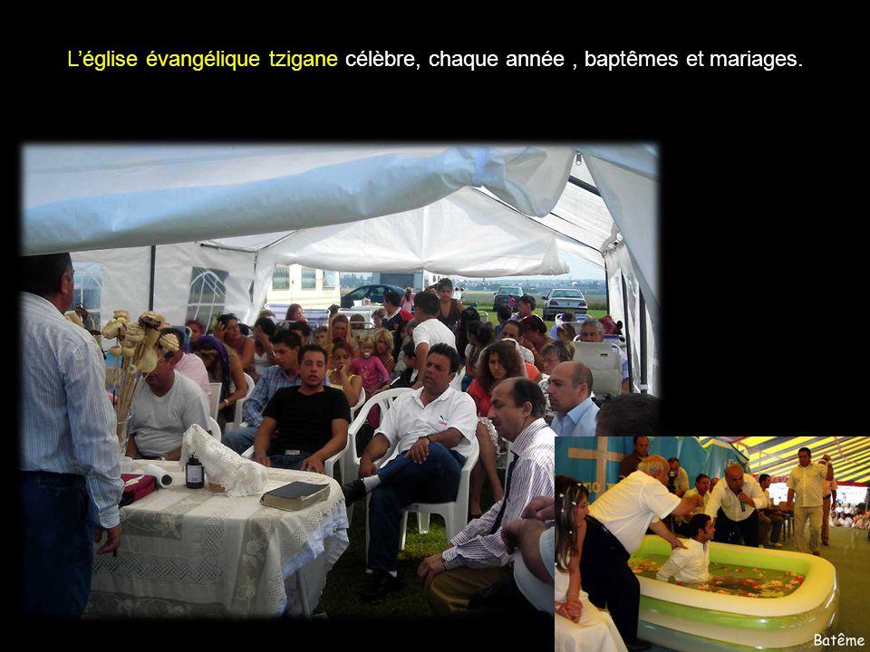 L'église évangélique tzigane célèbre, chaque année , baptêmes et mariages.