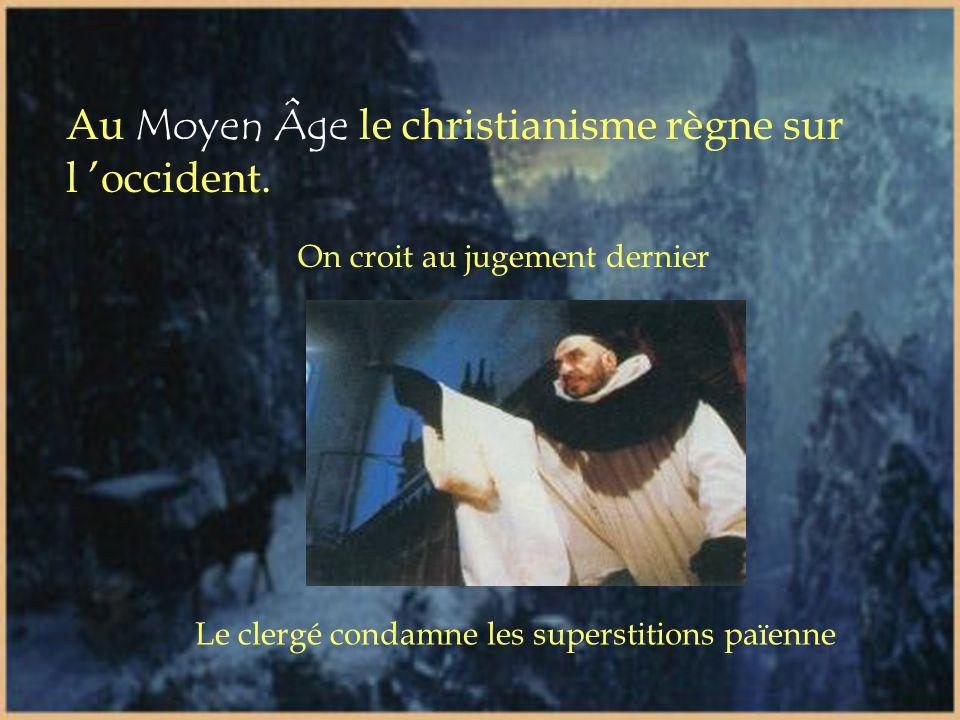 Au Moyen Âge le christianisme règne sur l 'occident.
