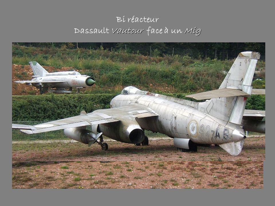 Bi réacteur Dassault Vautour face à un Mig