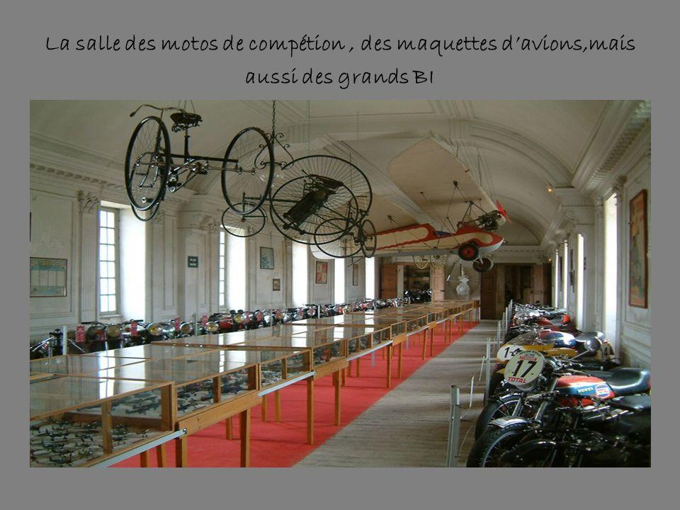 La salle des motos de compétion , des maquettes d'avions,mais aussi des grands BI