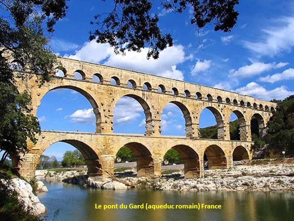 Le pont du Gard (aqueduc romain) France