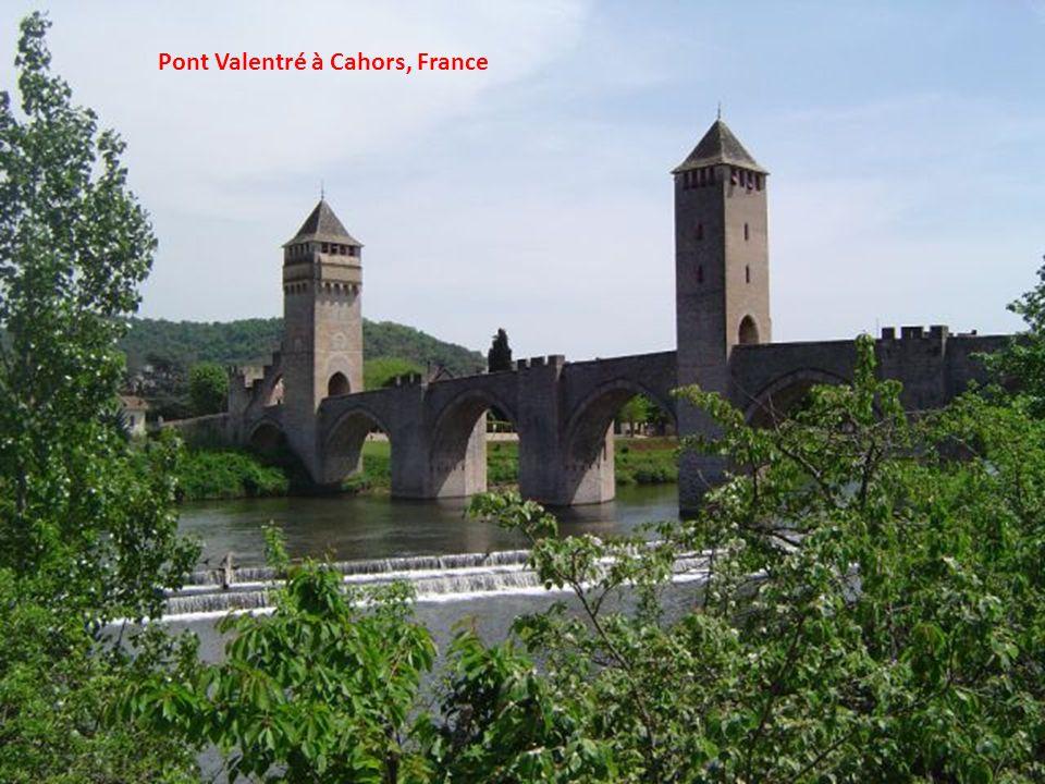Pont Valentré à Cahors, France