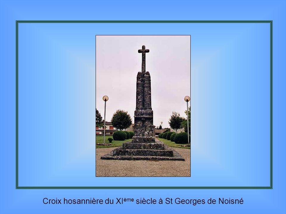 Croix hosannière du XIème siècle à St Georges de Noisné