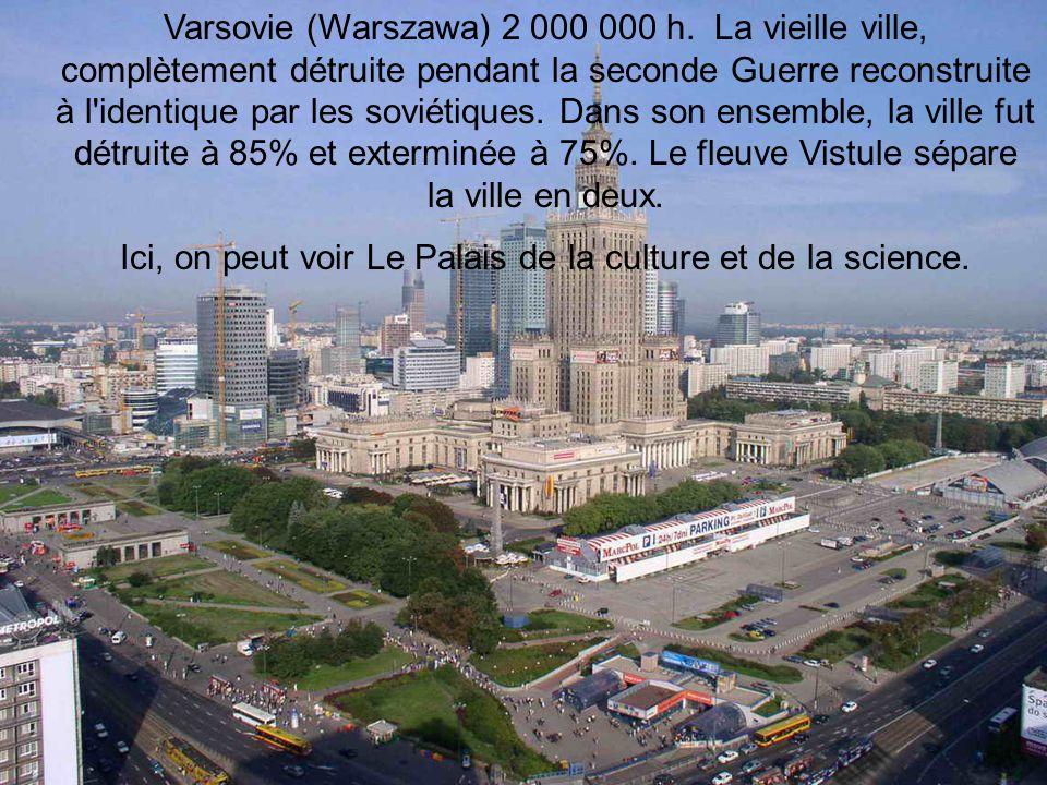 Ici, on peut voir Le Palais de la culture et de la science.