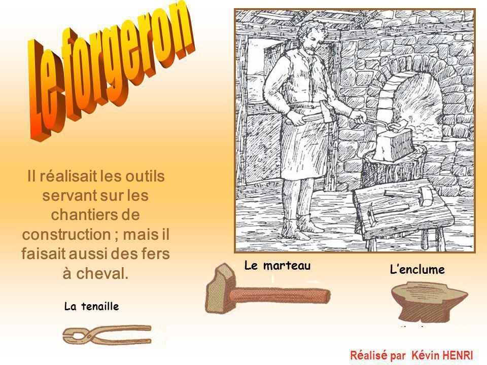 Le forgeron Il réalisait les outils servant sur les chantiers de construction ; mais il faisait aussi des fers à cheval.