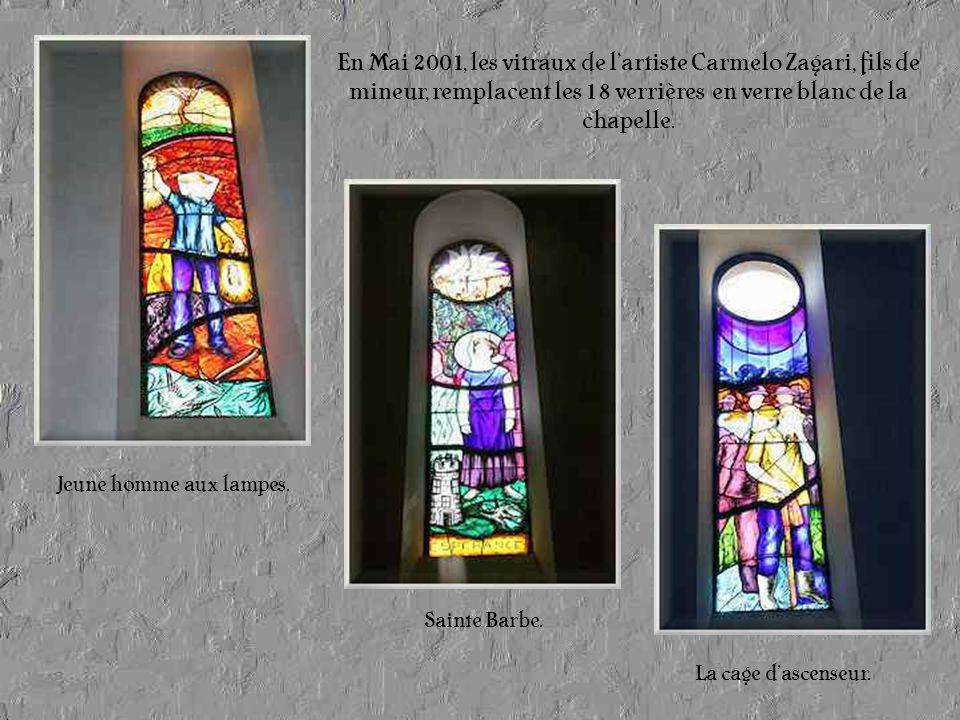 En Mai 2001, les vitraux de l'artiste Carmelo Zagari, fils de mineur, remplacent les 18 verrières en verre blanc de la chapelle.