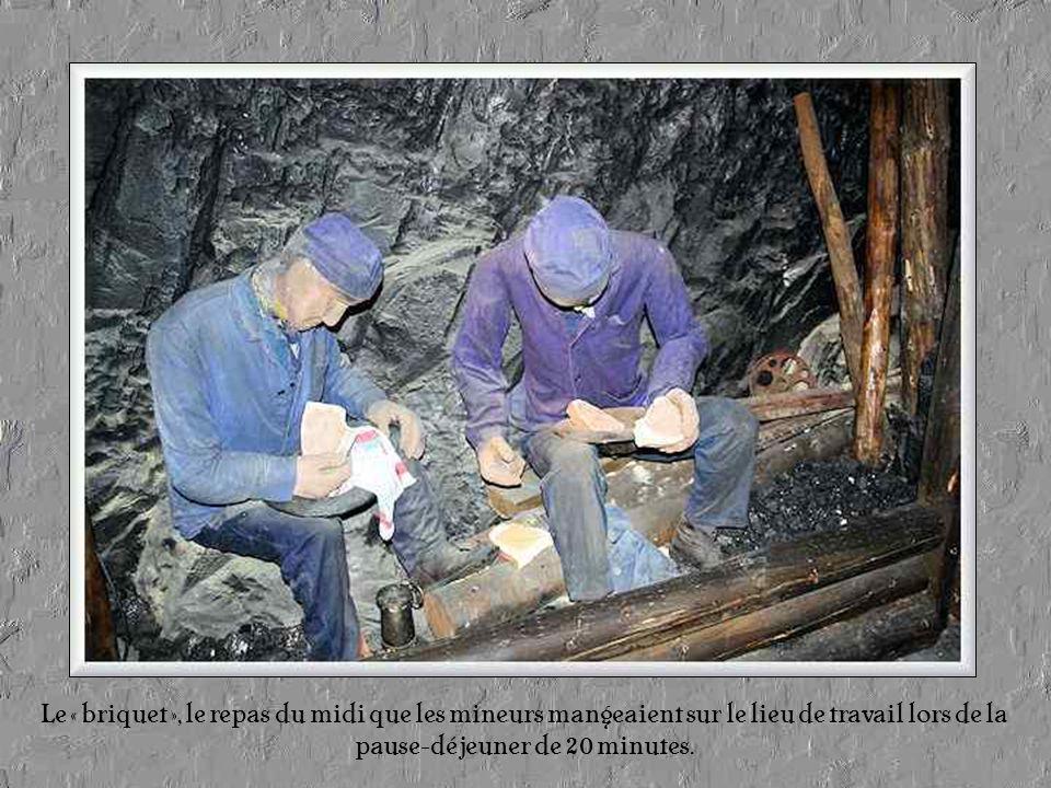Le « briquet », le repas du midi que les mineurs mangeaient sur le lieu de travail lors de la pause-déjeuner de 20 minutes.
