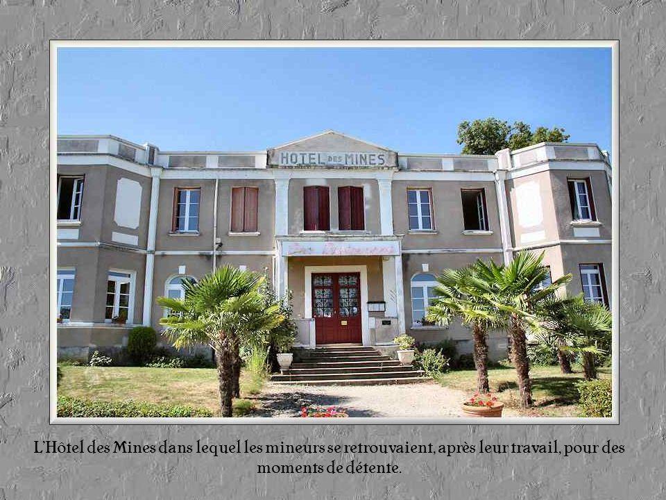 L'Hôtel des Mines dans lequel les mineurs se retrouvaient, après leur travail, pour des moments de détente.