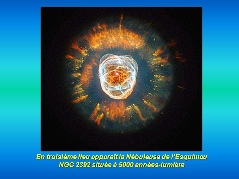 En troisième lieu apparaît la Nébuleuse de l'Esquimau NGC 2392 située à 5000 années-lumière