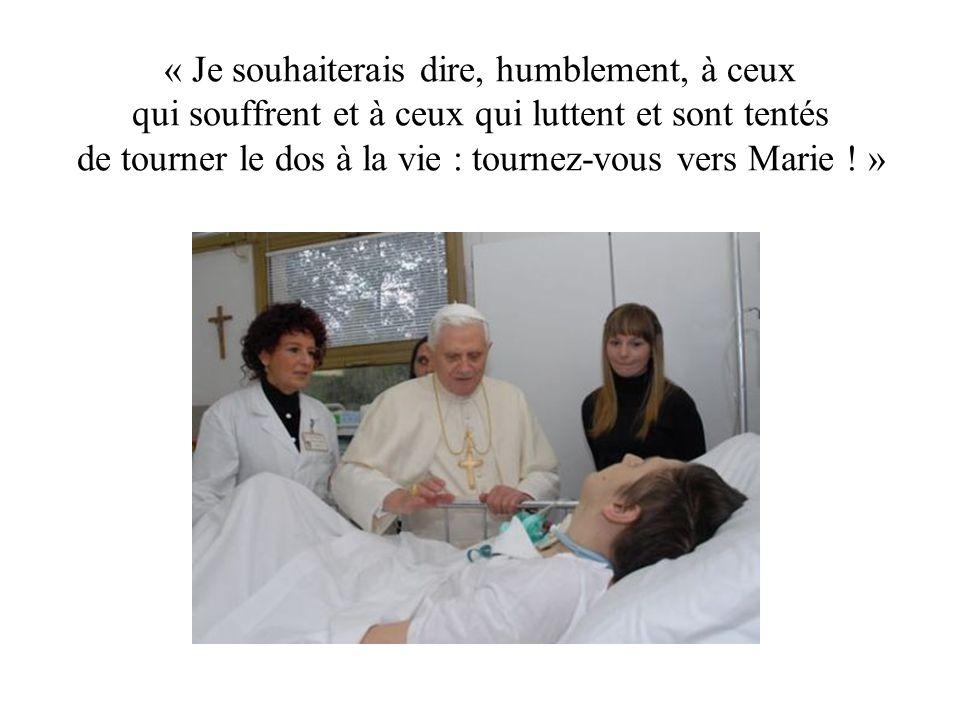 « Je souhaiterais dire, humblement, à ceux qui souffrent et à ceux qui luttent et sont tentés de tourner le dos à la vie : tournez-vous vers Marie .