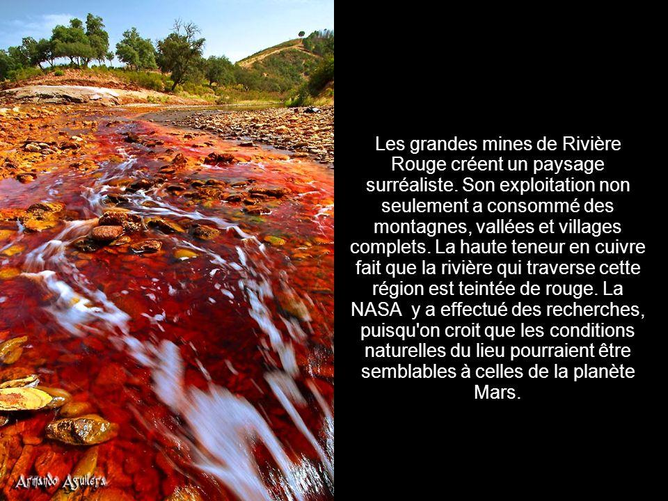 Les grandes mines de Rivière Rouge créent un paysage surréaliste