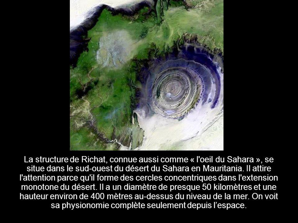 La structure de Richat, connue aussi comme « l oeil du Sahara », se situe dans le sud-ouest du désert du Sahara en Mauritania.
