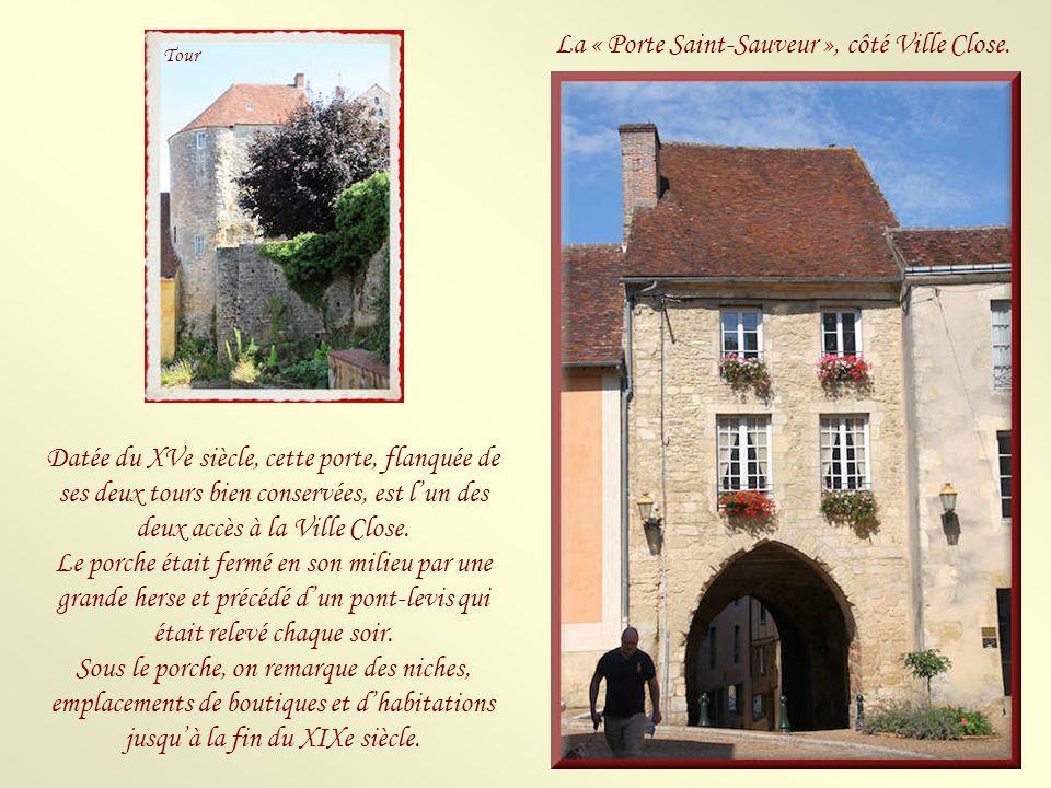 La « Porte Saint-Sauveur », côté Ville Close.