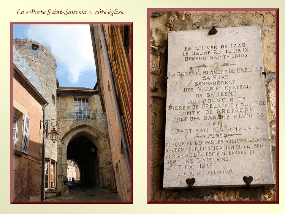 La « Porte Saint-Sauveur », côté église.