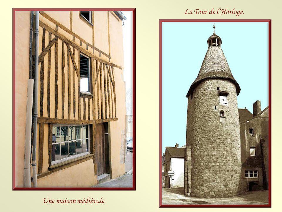 La Tour de l'Horloge. Une maison médiévale.