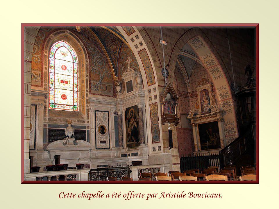 Cette chapelle a été offerte par Aristide Boucicaut.