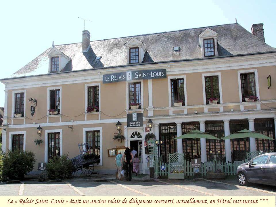 Le « Relais Saint-Louis » était un ancien relais de diligences converti, actuellement, en Hôtel-restaurant ***.