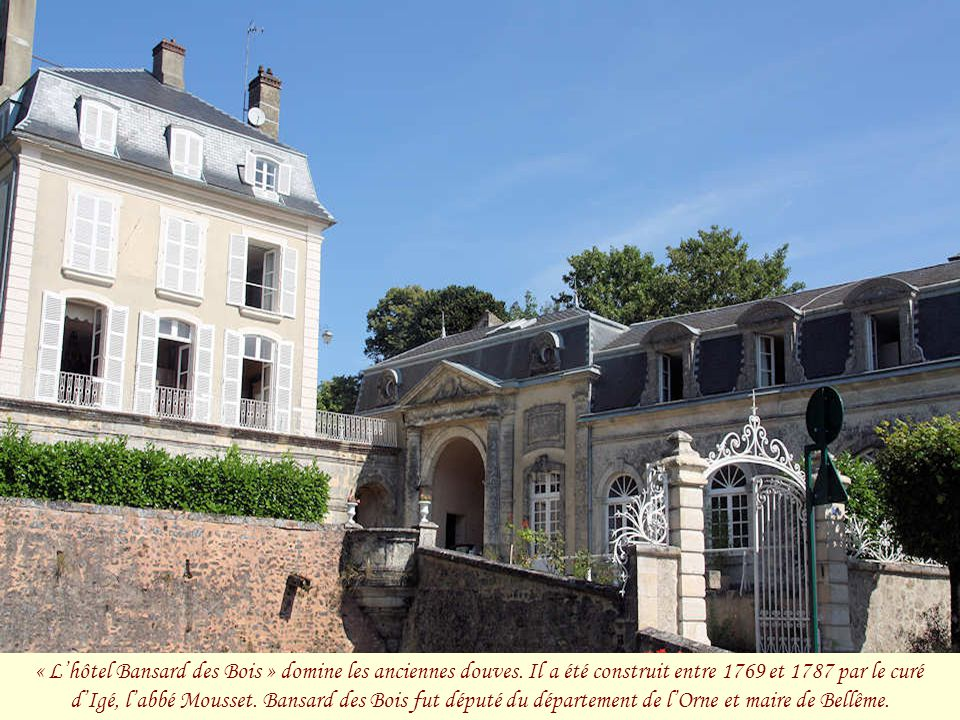 « L'hôtel Bansard des Bois » domine les anciennes douves