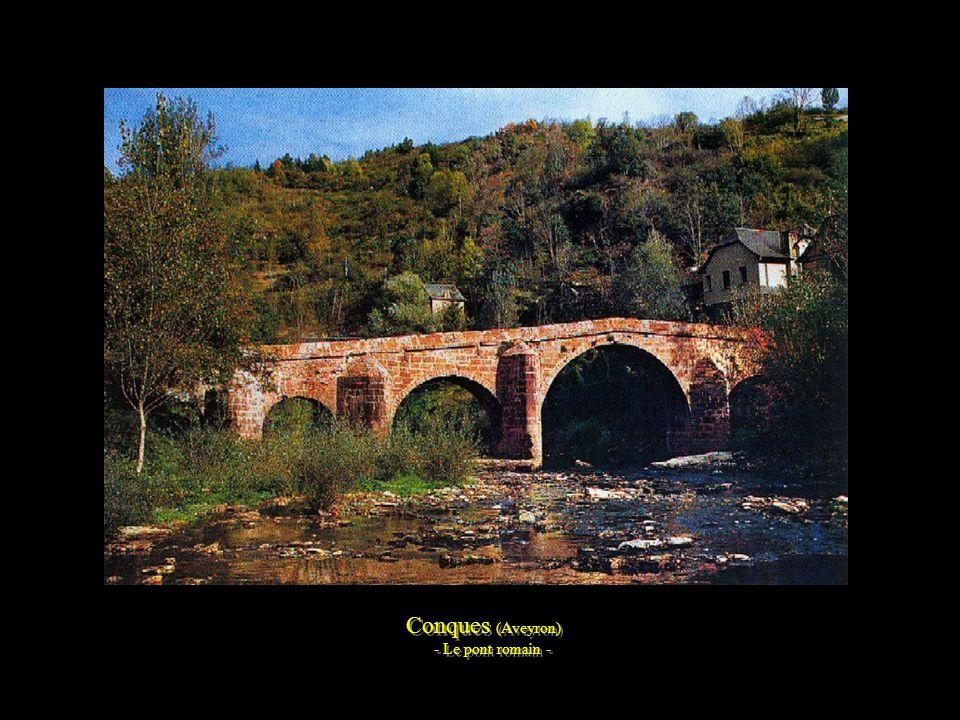 Conques (Aveyron) - Le pont romain -