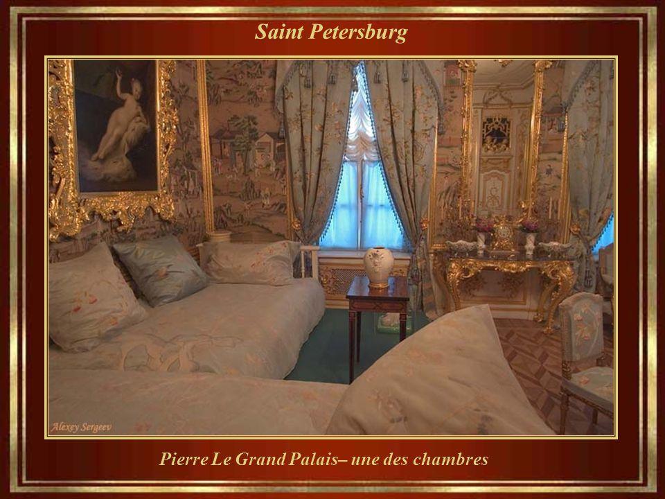 Saint Petersburg Pierre Le Grand Palais– une des chambres