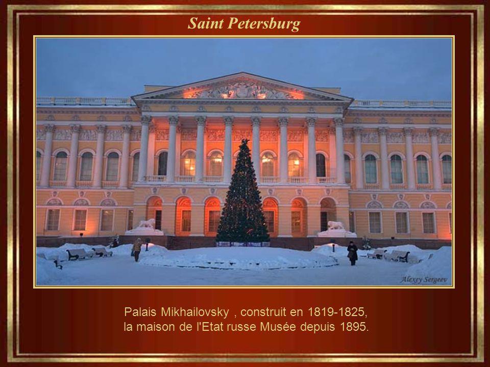 Saint Petersburg Palais Mikhailovsky , construit en 1819-1825, la maison de l Etat russe Musée depuis 1895.