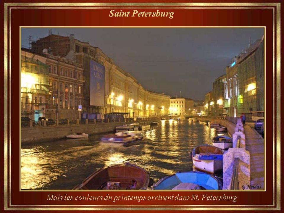 Mais les couleurs du printemps arrivent dans St. Petersburg