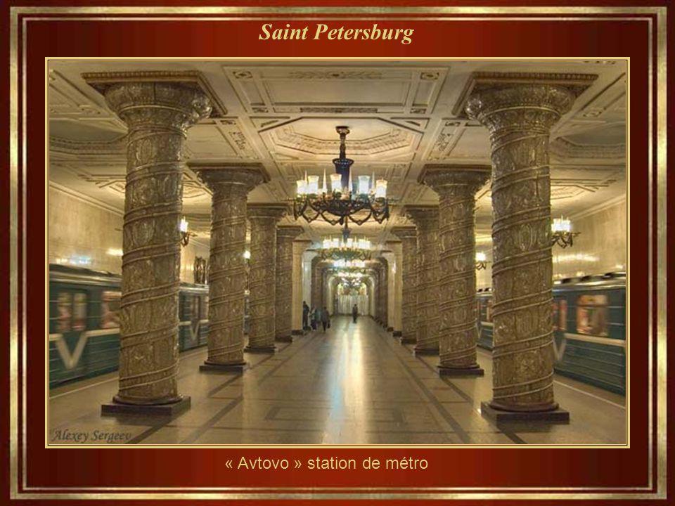 « Avtovo » station de métro