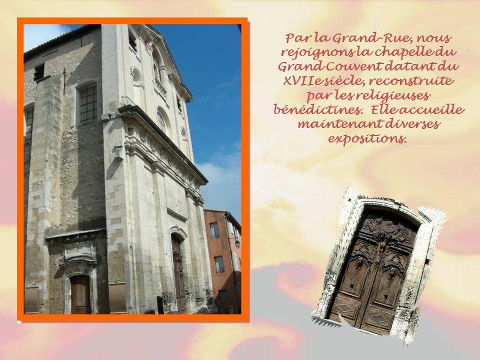 Par la Grand-Rue, nous rejoignons la chapelle du Grand Couvent datant du XVIIe siècle, reconstruite par les religieuses bénédictines.