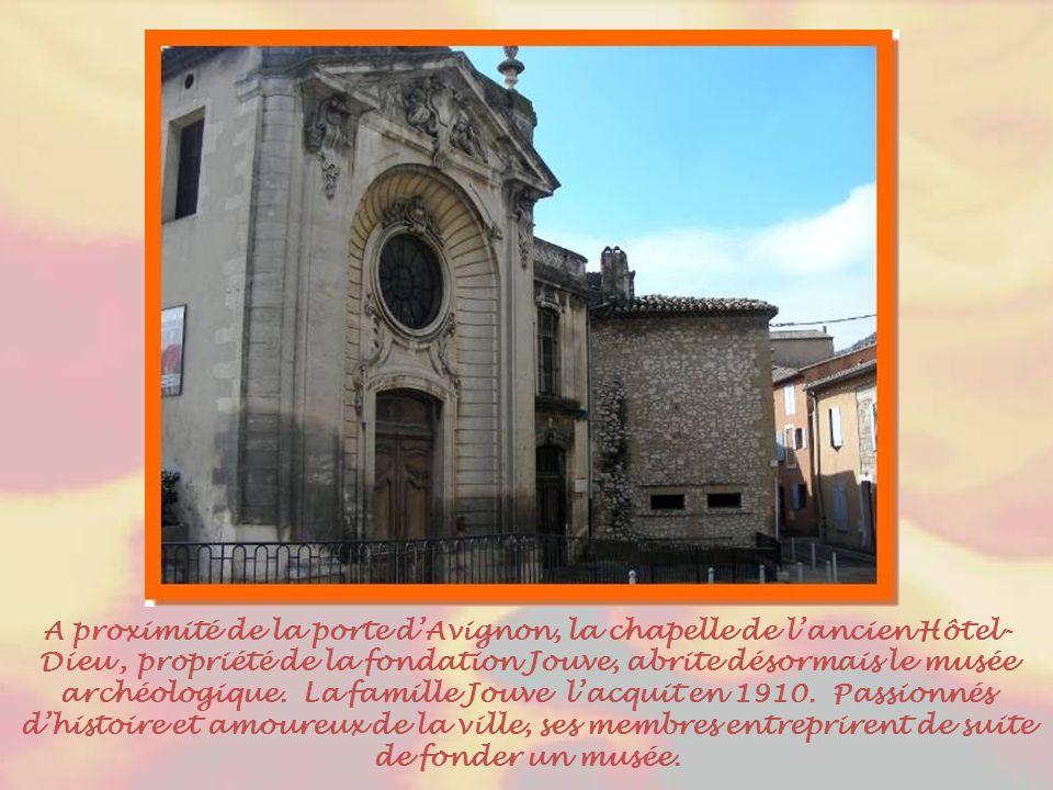 A proximité de la porte d'Avignon, la chapelle de l'ancien Hôtel-Dieu , propriété de la fondation Jouve, abrite désormais le musée archéologique.