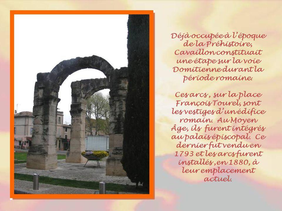 Déjà occupée à l'époque de la Préhistoire, Cavaillon constituait une étape sur la voie Domitienne durant la période romaine.