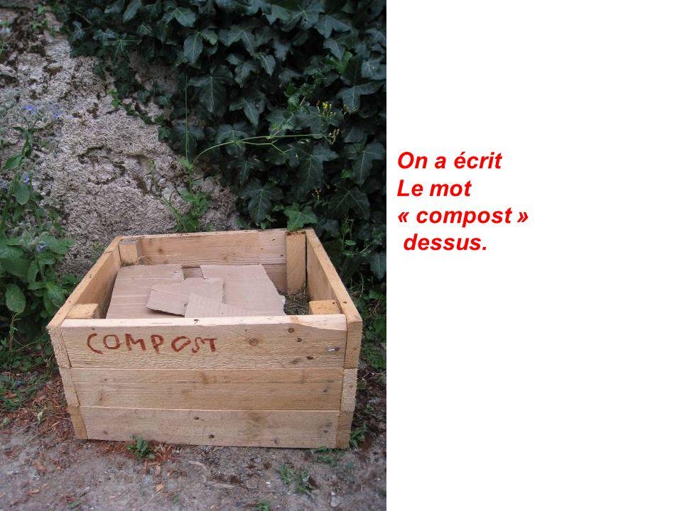 On a écrit Le mot « compost » dessus.