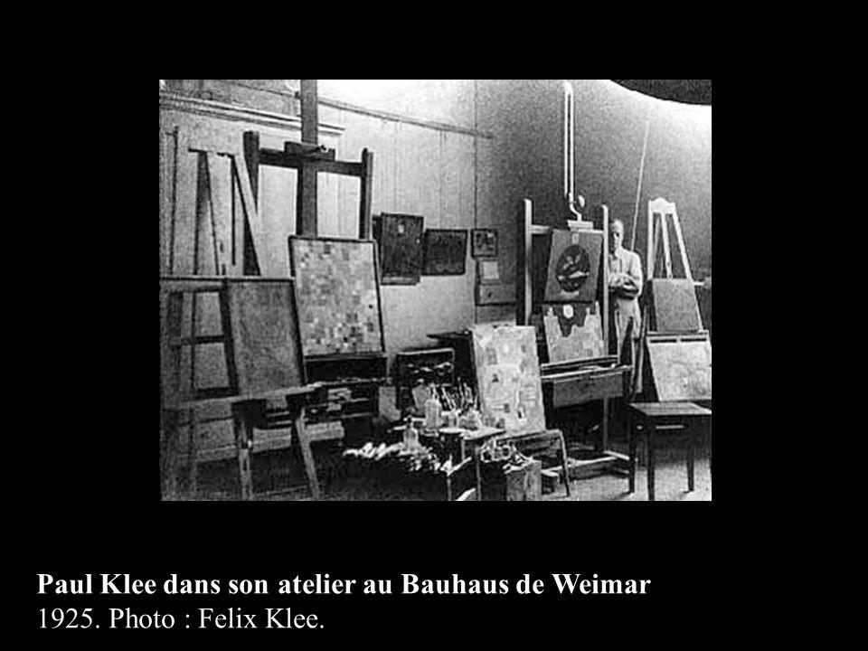Paul Klee dans son atelier au Bauhaus de Weimar