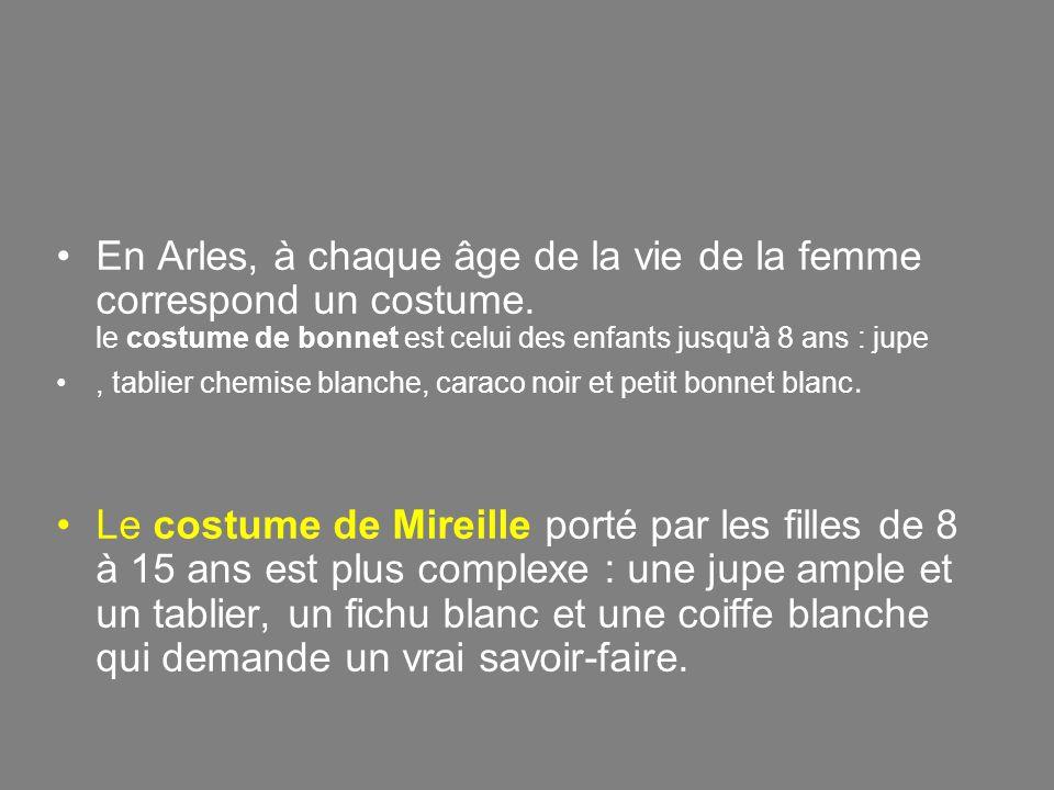 En Arles, à chaque âge de la vie de la femme correspond un costume